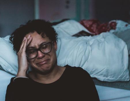 woman-grieving-death-of-a-pet